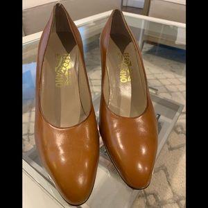 Ferragamo Heels in a beautiful warm honey color!